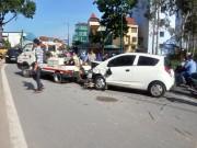 """Tin tức trong ngày - Né xe máy, ô tô """"đại náo"""" đường vào sân bay Tân Sơn Nhất"""