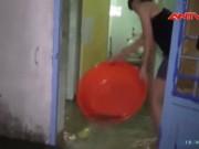 Video An ninh - Người Sài Gòn hì hục tát nước thâu đêm sau mưa lớn