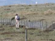 Phi thường - kỳ quặc - Người đàn ông bí ẩn khỏa thân leo núi ở Anh