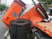 """Tin tức trong ngày - Né xe máy """"cắt mặt"""", tài xế container suýt bị đè chết"""