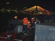 Tin tức trong ngày - Tàu du lịch chở nhiều trẻ em chìm trên sông Hàn