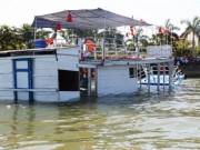 """Tin tức trong ngày - """"Hồ sơ đen"""" của tàu Thảo Vân 2 bị lật trên sông Hàn"""