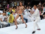 Bạn trẻ - Cuộc sống - Gái xinh mặc bikini múa Thái cực quyền trên sân khấu