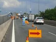 Tin tức trong ngày - Ô tô nổ lốp vì khe hở trên cao tốc TPHCM - Long Thành - Dầu Giây