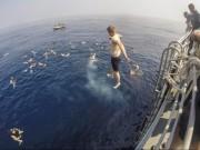 """Thế giới - Ngắm lính hải quân Mỹ tắm ở """"bể bơi"""" rộng nhất quả đất"""