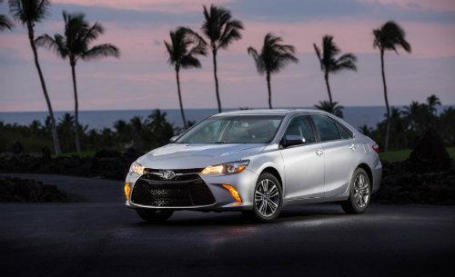 Toyota công bố Camry 2017 nhiều tính năng, giá không đổi - 2