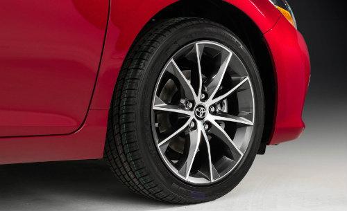 Toyota công bố Camry 2017 nhiều tính năng, giá không đổi - 8