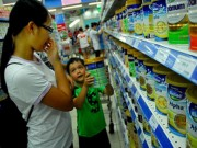 Thị trường - Tiêu dùng - Đã đến lúc phải bỏ 'bàn tay thép' áp trần giá sữa ?