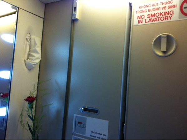 Xử phạt khách Hàn Quốc hút thuốc trên máy bay - 1