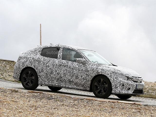 """Honda Civic Hatchback 2017 """"huyền bí"""" trong lớp ngụy trang"""