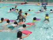 Giáo dục - du học - Mang xe đưa đón, dạy bơi miễn phí cho trẻ