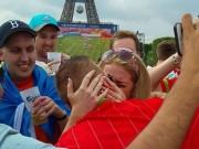 Bóng đá - Tình đẹp mùa EURO: Cầu hôn dưới chân tháp Eiffel