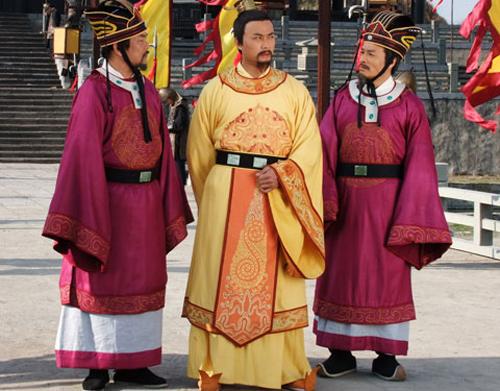 Biến tấu trang phục gây tranh cãi ở phim cổ trang Việt - 5
