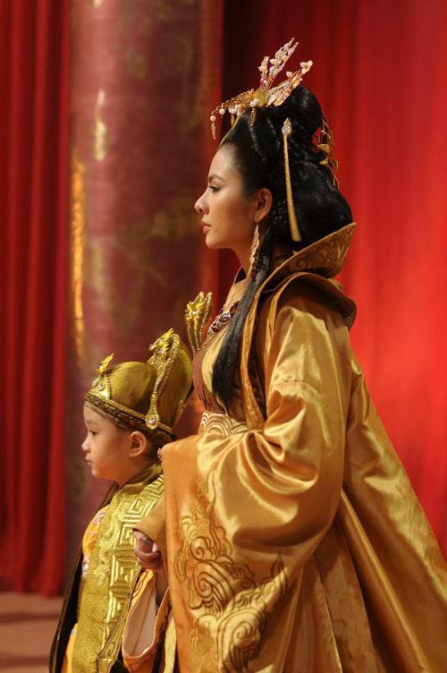 Biến tấu trang phục gây tranh cãi ở phim cổ trang Việt - 7