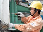 Tin tức trong ngày - Nắng nóng 40 độ, EVN Hà Nội nhận cả nghìn cuộc gọi