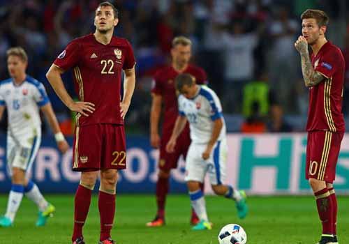 Bất chấp án phạt, CĐV Nga vẫn làm loạn Euro