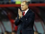 """Bóng đá - Bị Pháp sút tung lưới phút 90, HLV Albania """"tẩn"""" trợ lý"""
