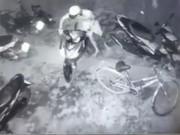 """An ninh Xã hội - Clip: Tức cười trộm vào bẻ khóa xe máy để """"nhảy"""" xe đạp"""