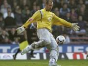 Bóng đá - Bí mật chiếc quần dài may mắn của thủ môn Gabor Kiraly