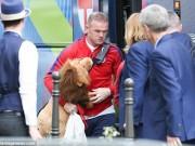 Bóng đá - Tin nhanh Euro 18/6: Rooney ôm linh vật may mắn ĐT Anh