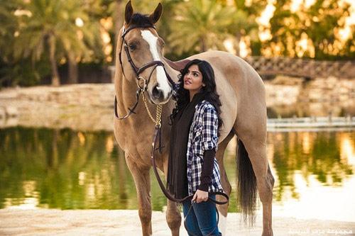 Vẻ đẹp nghiêng thành của vợ cũ Hoàng tử giàu nhất Ả Rập - 7