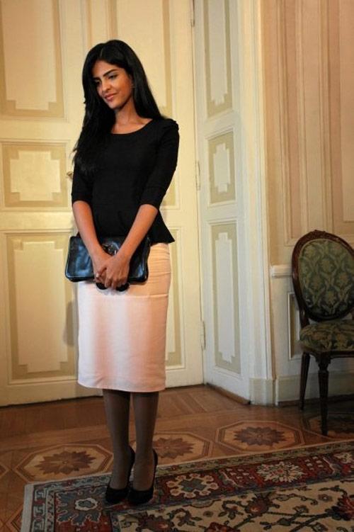 Vẻ đẹp nghiêng thành của vợ cũ Hoàng tử giàu nhất Ả Rập - 8