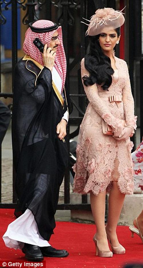 Vẻ đẹp nghiêng thành của vợ cũ Hoàng tử giàu nhất Ả Rập - 13