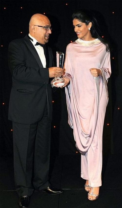 Vẻ đẹp nghiêng thành của vợ cũ Hoàng tử giàu nhất Ả Rập - 11