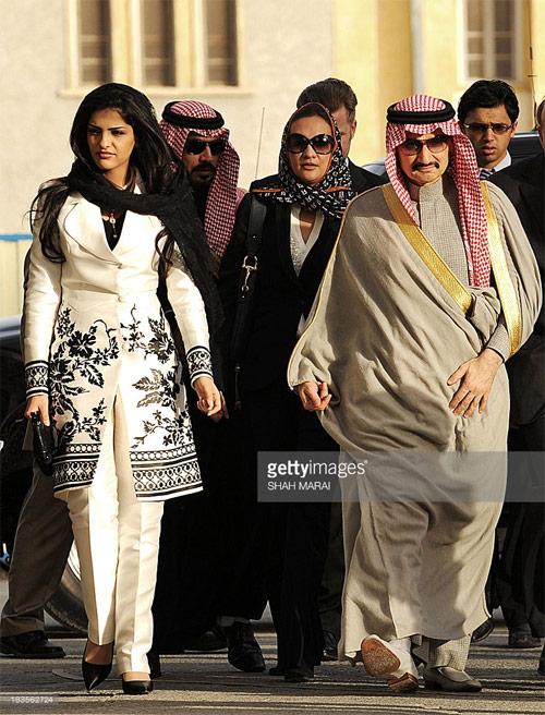 Vẻ đẹp nghiêng thành của vợ cũ Hoàng tử giàu nhất Ả Rập - 14