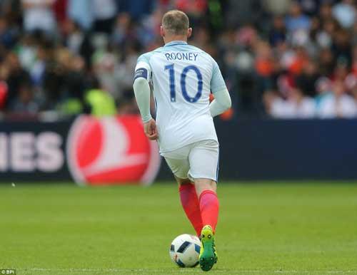 """ĐT Anh: Đá tiền vệ, Rooney mới xứng là """"Vua sư tử"""""""