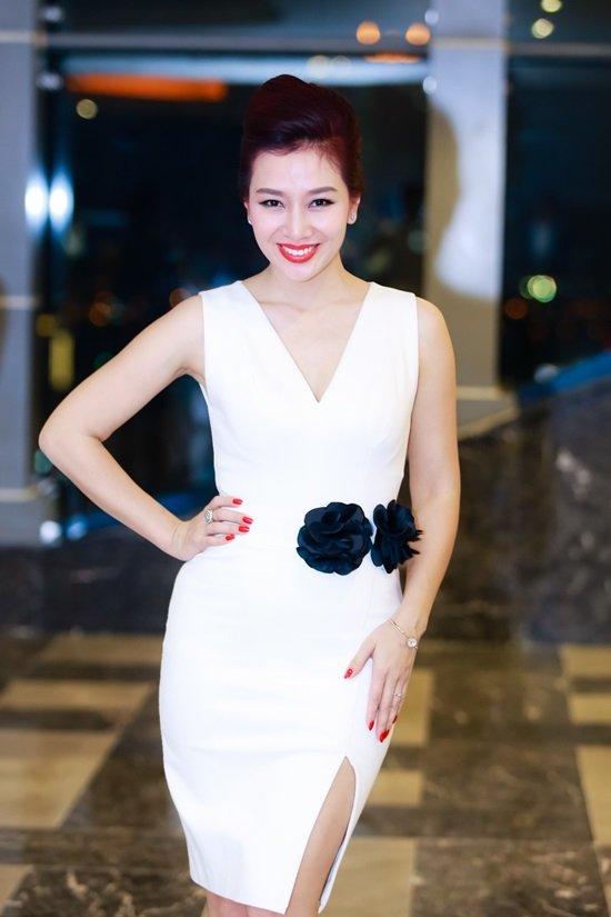 Dàn hoa hậu, hoa khôi làm báo hot nhất showbiz Việt - 10