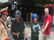 """Video An ninh - """"Quái xế"""" Tây liên tục gây tai nạn tại Nha Trang"""