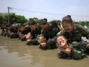 Thế giới - Xem nữ tiếp viên hàng không TQ luyện đánh đấm như lính