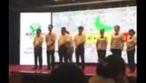 TQ: Vụt gậy vào mông 8 nhân viên trước mặt 200 người