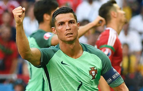 Ronaldo: Siêu sao rực sáng ở trận đấu sống còn - 1