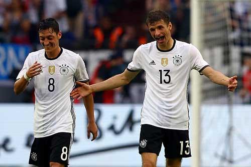 Vòng 1/8 EURO 2016: Hai bộ mặt của tuyển Đức