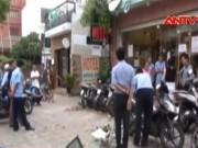 Video An ninh - Tường nhà đổ sập đè nam thanh niên bất tỉnh