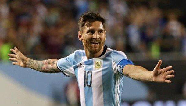 Messi thăng hoa, Ronaldo phải giành Quả bóng vàng EURO - 1