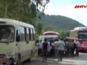 Video An ninh - Bắt các đối tượng chặn xe chở công nhân để... bắt ở trọ