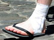 Bóng đá - Fan Anh lo sốt vó khi thấy Rooney băng chân