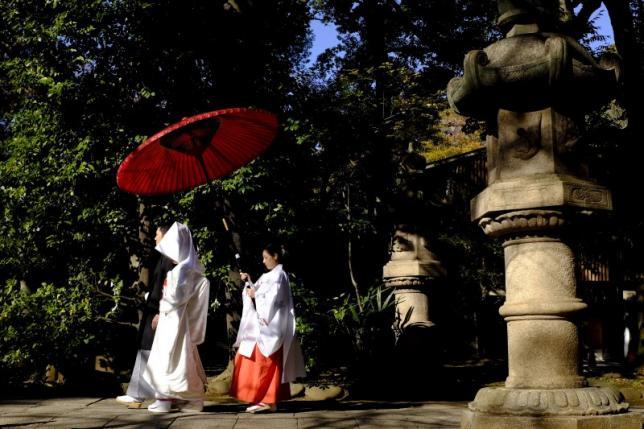 Đàn ông Nhật lười kết hôn vì... kiếm không đủ tiền cho vợ - 3