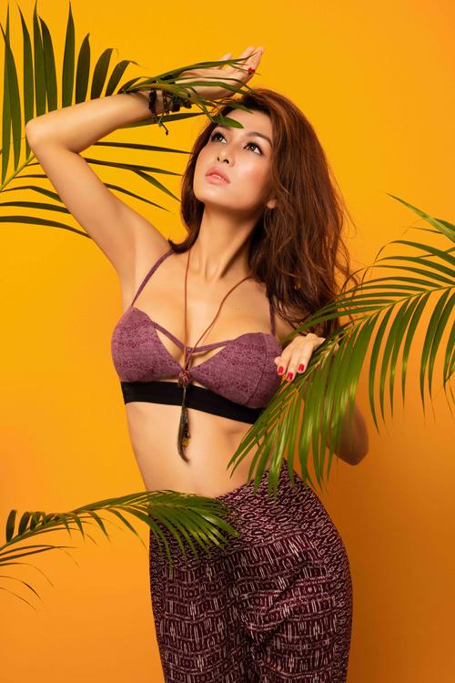 """Hoa hậu """"thi chui"""" Oanh Yến quá nóng bỏng với bikini - 7"""