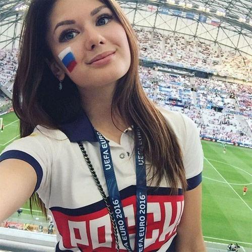 """Nhan sắc của các cô gái """"hot"""" nhất vòng loại Euro 2016 - 17"""