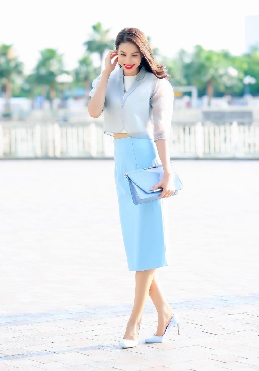 Học hoa hậu Phạm Hương diện đồ thanh lịch tới công sở - 3
