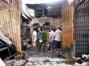 Tin tức trong ngày - 4 người kêu cứu tuyệt vọng trong biển lửa