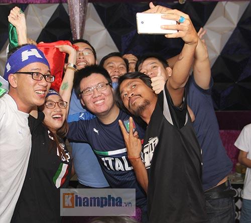 Fan Việt yêu ĐT Ý hét khản giọng, bật khóc vì thắng TBN - 10