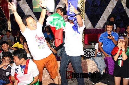 Fan Việt yêu ĐT Ý hét khản giọng, bật khóc vì thắng TBN - 4