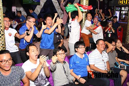 Fan Việt yêu ĐT Ý hét khản giọng, bật khóc vì thắng TBN - 1