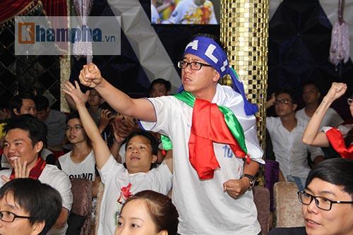 Fan Việt yêu ĐT Ý hét khản giọng, bật khóc vì thắng TBN - 5