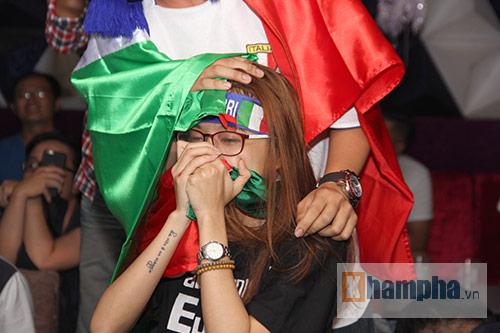 Fan Việt yêu ĐT Ý hét khản giọng, bật khóc vì thắng TBN - 8